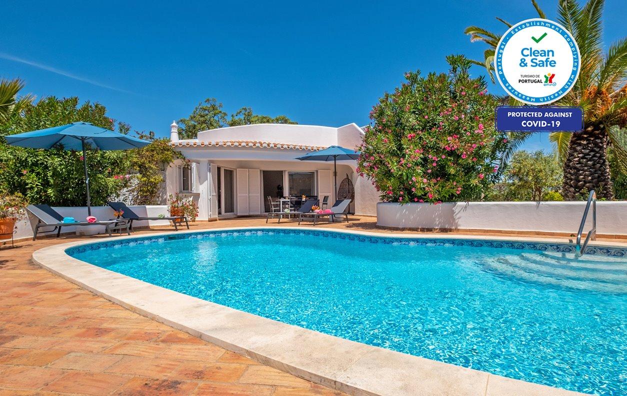 Casa de Férias com Piscina Privada e Jardim, A/C e Wi-Fi - Próximo Praia da Nossa Senhora da Rocha - 13227