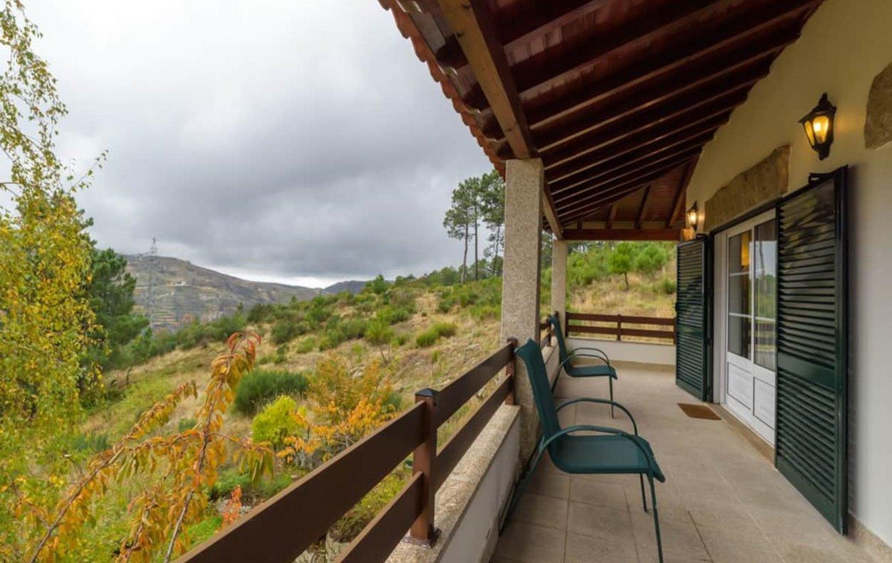 Casa de Férias com Vista Montanha, Jardim e Wi-Fi - Próximo da estancia de SKY - 13233