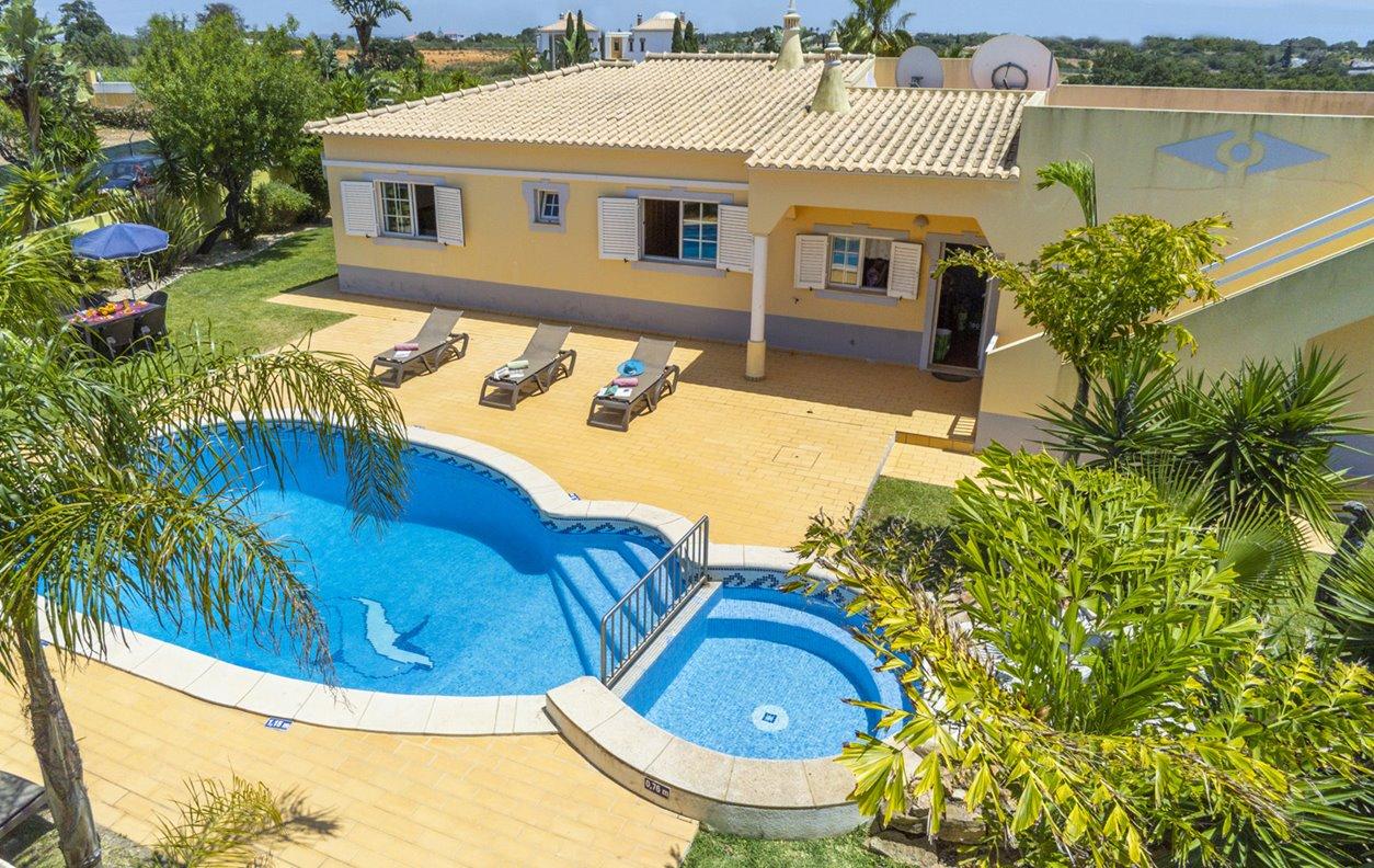 Casa de Férias com Piscina Privada e Jardim, A/C, BBQ e Wi-Fi - Próximo Praia de São Rafael - 13243