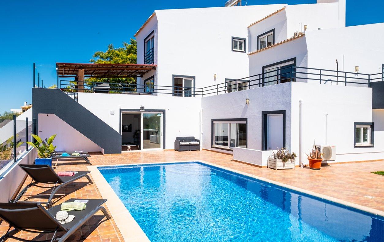 Casa de Férias com Piscina Aquecível, Jacuzzi, Cinema, Jardim & Vista Mar - Próximo da Praia de Armação de Pêra - 13255