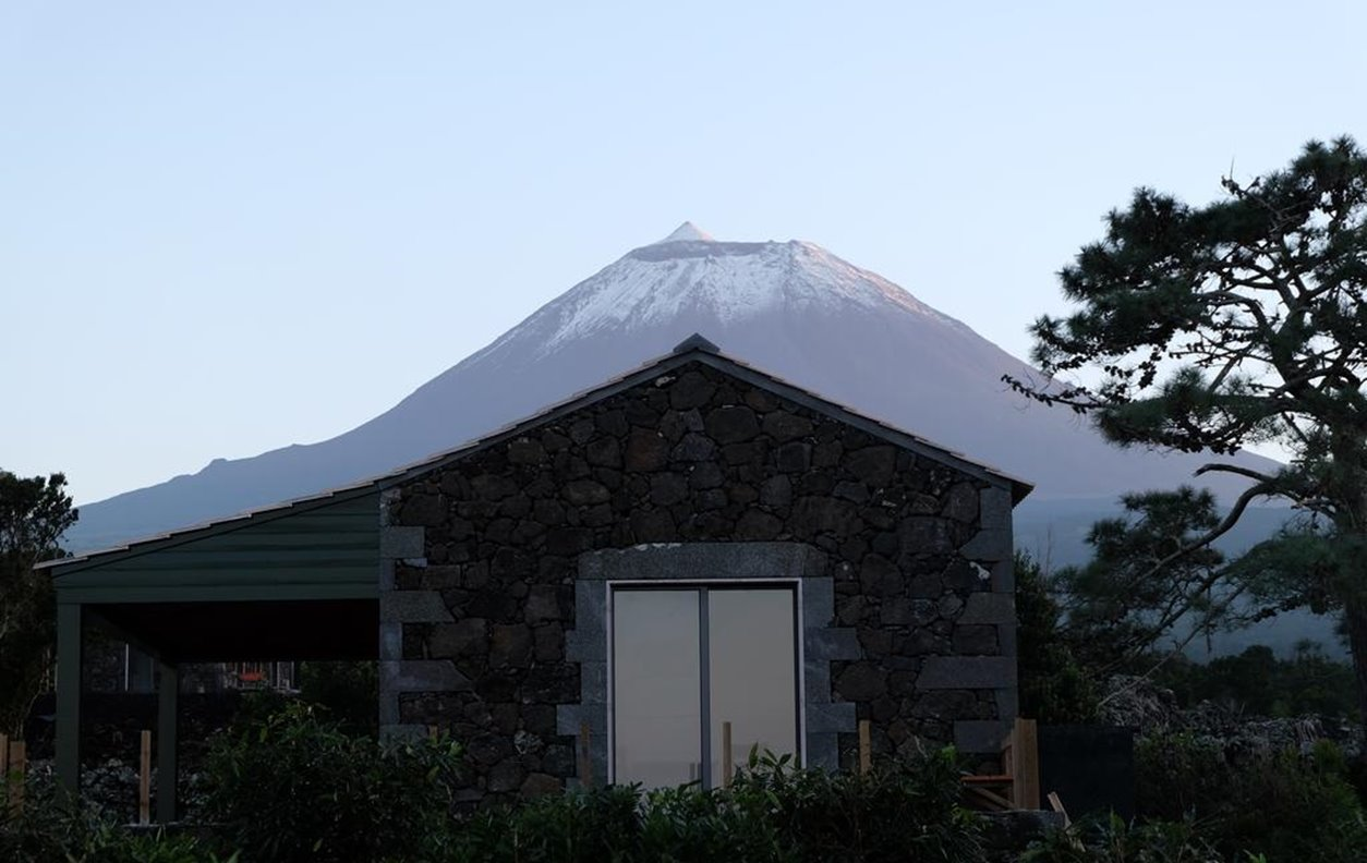 Casa de Férias com Piscina, Jacuzzi, Vista Montanha, BBQ e Wi-Fi - Próximo Maiores Bombas Vulcânicas - 2133