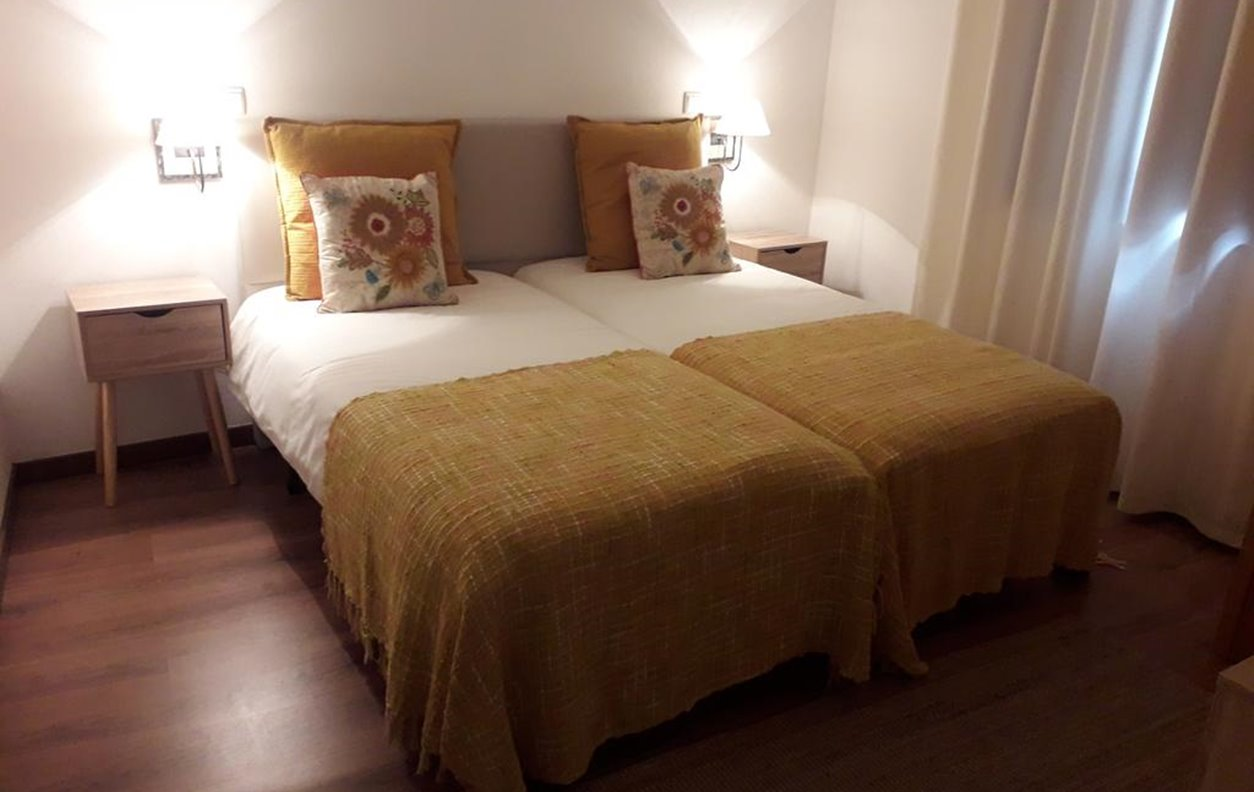 Meimoa Guesthouse - Yellow Twin Room