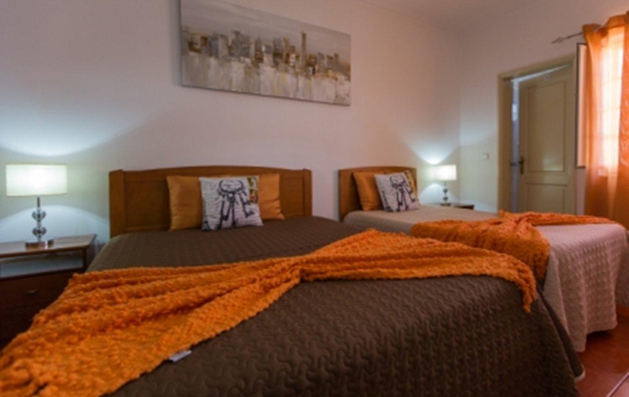 Suite em Residencial com Vista para a Cidade, A/C e Wi-Fi - Próximo Mercado de Reguengos - 1697
